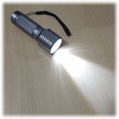 Lanterna de Led YT